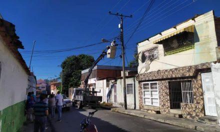 Alcaldía de Mariño instaló más de 30 luminarias en el sector Mango Oscuro