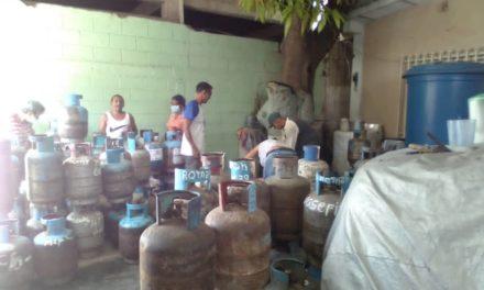 Distribuidos más de 180 cilindros de gas doméstico a la comunidad San Román de Linares Alcántara