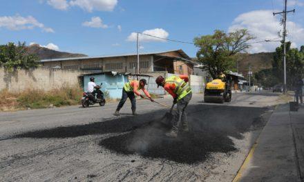 Ejecutivo regional ha colocado más de 1780 toneladas de asfalto entre los municipios Mariño y Zamora
