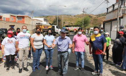 Gobierno Bolivariano de Aragua colocará 580 toneladas de asfalto en comunidad Valle Fresco del municipio Mariño