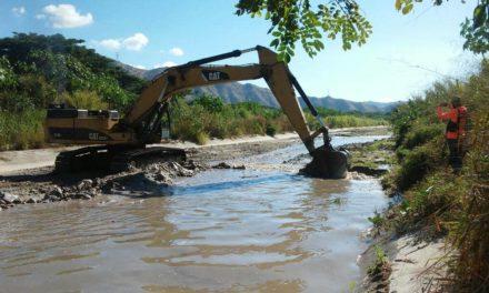 Gobierno Bolivariano de Aragua continúa con trabajos de desazolve en río El Limón
