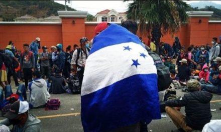 Policía guatemalteca reprimió caravana migrante rumbo a EE.UU.