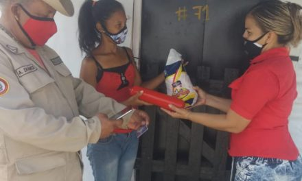 """Base de Misiones Socialista """"Viñedo III"""" fue atendida con Ferias del Campo Soberano en su modalidad Casa por Casa"""