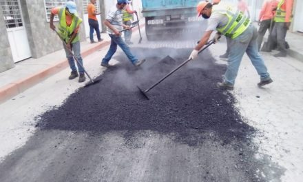 Colocadas 30 toneladas de asfalto en la calle Rafael Urdaneta de Linares Alcántara
