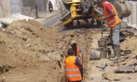 350 familias beneficiadas con la sustitución de 120 metros de colector en el barrio 23 de Enero