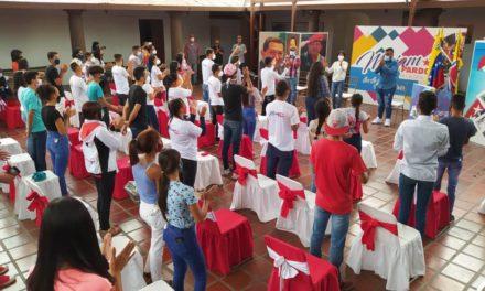 La muchachada revolucionaria del municipio Sucre recibe reconocimiento en el Día de la Juventud