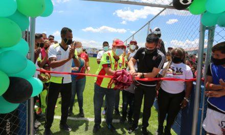 Gobernador Marco Torres inauguró cancha de fútbol 7 en Fundocoropo