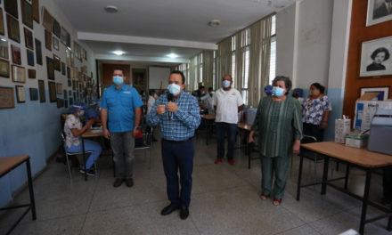 Gobierno Bolivariano inició vacunación contra la Covid-19 al personal de educación de Aragua