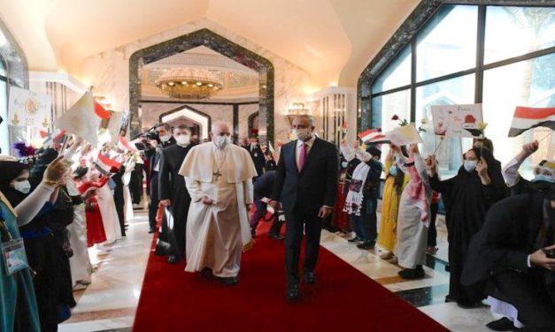 Papa Francisco inició histórica visita apostólica a Irak