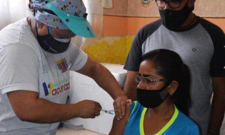 Profesionales de la educación de Linares Alcántara recibieron primera dosis de la vacuna contra la Covid-19