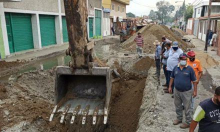 Alcaldía de Sucre inicia labores de sustitución de colectores en calle Hugo Oliveros de Cagua