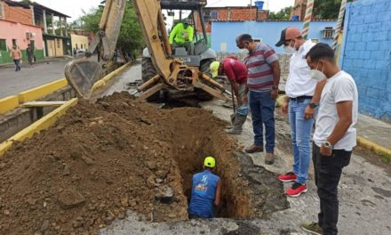 Rehabilitan colectores de aguas servidas en calle Principal del sector Campo Alegre del municipio Sucre