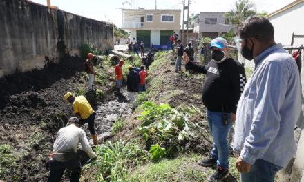 Alcaldía ejecutan limpieza de canal norte de Santa Cruz