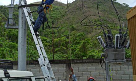 Fortalecen suministro eléctrico con labores especializadas en el municipio Ocumare de la Costa de Oro