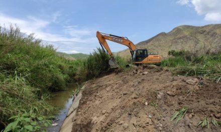 Gobierno Bolivariano trabaja constantemente en dragado de río El Limón