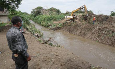 Realizan limpieza y recolección de desechos sólidos en el puente Federico Villena de Lamas