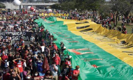 Brasileños vuelven a salir a las calles para protestar contra Bolsonaro