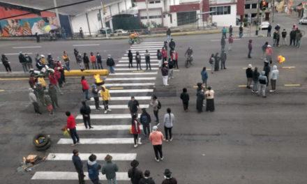 Campesinos protestan por alza de precios de los combustibles en Ecuador