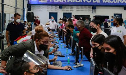 Gobernador Marco Torres activó centro de vacunación contra la Covid-19 para personal sanitario de Aragua