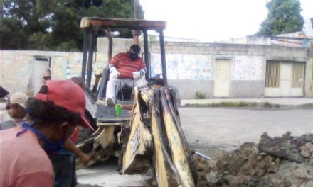 Inician trabajos de reparación de tuberías en el sector El Valle de Linares Alcántara