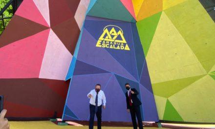 Gobernador Marco Torres y alcalde Rafael Morales inspeccionaron trabajos de rehabilitación de pared de escalada de avenida Casanova Godoy