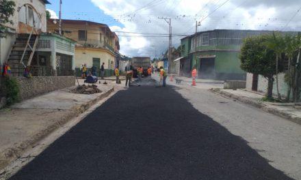 Ejecutivo regional continúa con labores de mejoramiento vial en diferentes municipios de Aragua