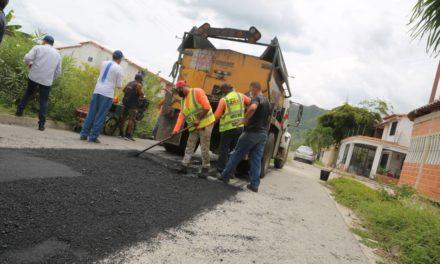 Gobierno de Aragua rehabilita colectores de aguas servidas en Base Sucre