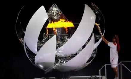 Tenista Naomi Osaka encendió el pebetero durante inauguración de los JJOO