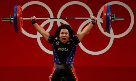 Pesista Naryury Pérez obtiene diploma olímpico en 87 kilogramos