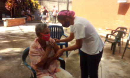 Realizan jornada especial de vacunación en la comuna Manuelita Sáenz de Linares Alcántara