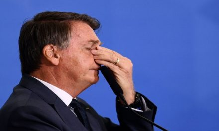 Fiscalía brasileña investigará a Bolsonaro por ataques al sistema electoral