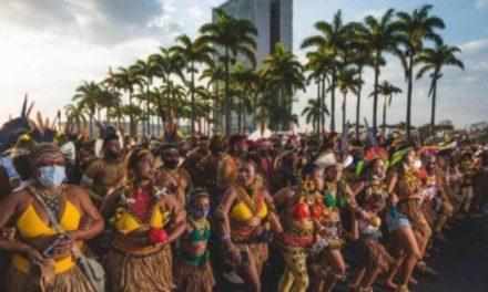 Miles de mujeres indígenas se reúnen en Brasilia para hacer visibles sus demandas