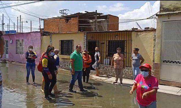Alcalde Régulo La Cruz supervisó trabajos en el colector marginal de la avenida Los Aviadores