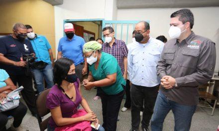 Aragua comenzó plan masivo de vacunación para personal del Ministerio de Educación