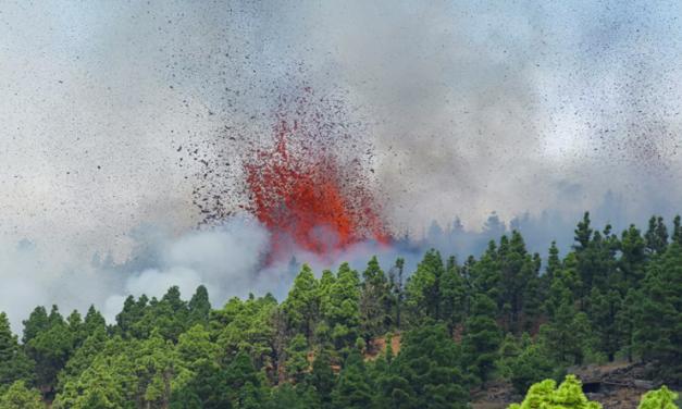 Autoridades se despliegan ante erupción de volcán en la isla La Palma de España