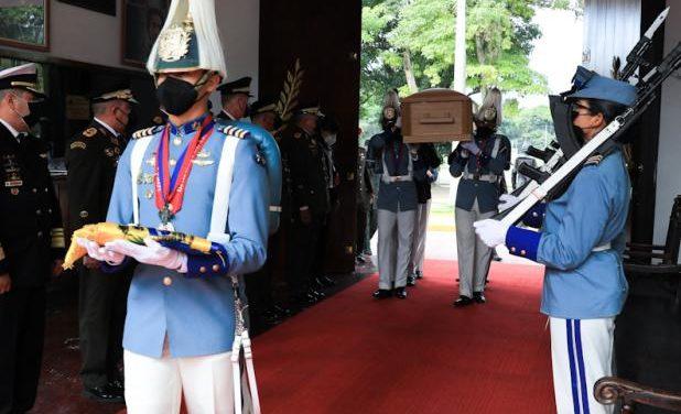 Presidente Maduro rindió honores al G/J Pérez Arcay en Capilla Ardiente en la Academia Militar