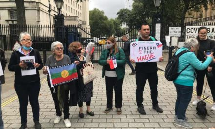 Presidente de Chile recibido con protestas en Londres